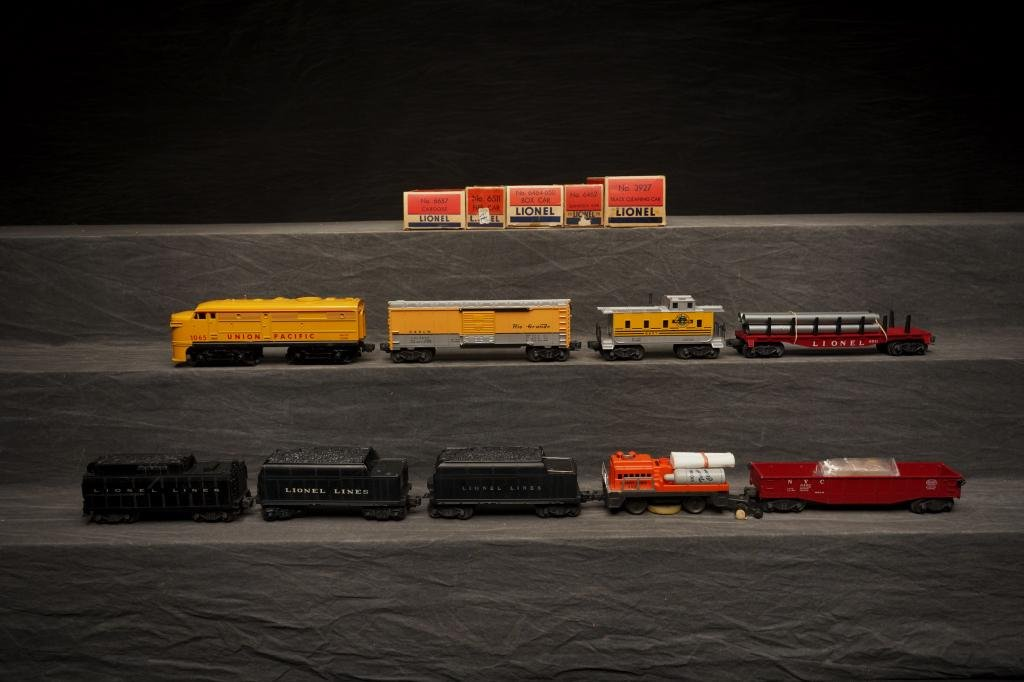 Lot of Lionel Engines & Cars.
