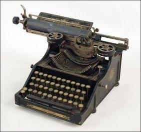PITTSBURG MODEL 12 TYPEWRITER.