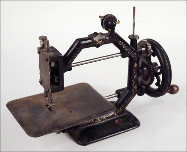 280: GOLD MEDAL SEWING MACHINE.
