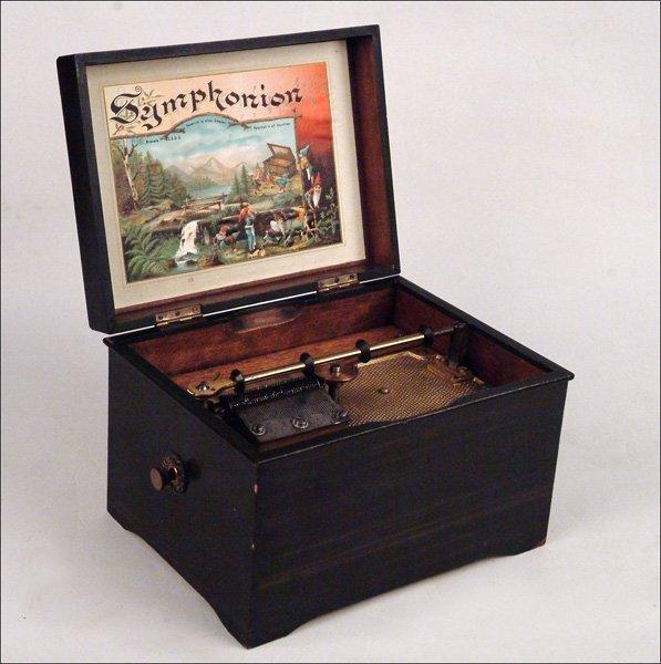 116: SYMPHONION 7 5/8-INCH DISC MUSICAL BOX.
