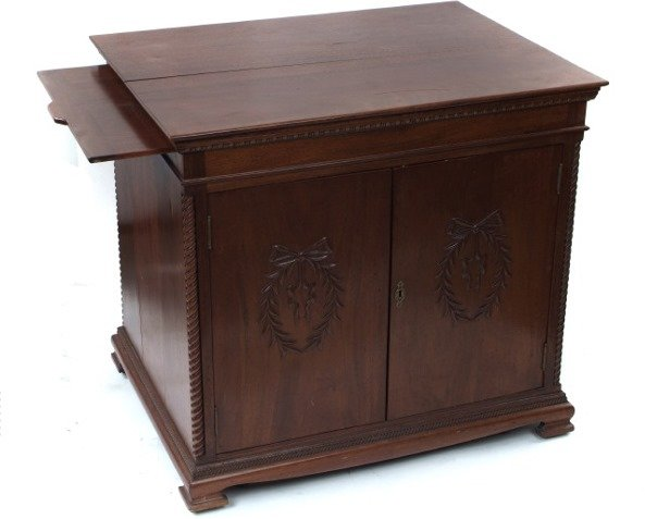 7002225: MAHOGANY DISC MUSICAL BOX STAND.