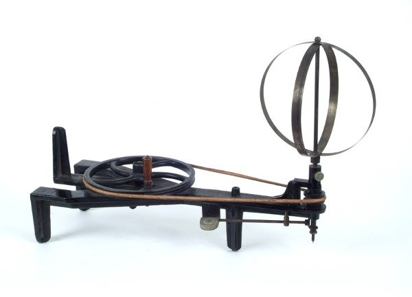 7002624: CAST IRON WHIRLING TABLE.