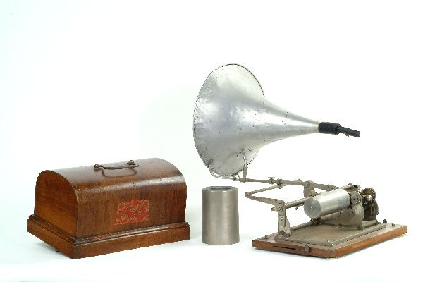 14: Pathe Coq Phonograph,