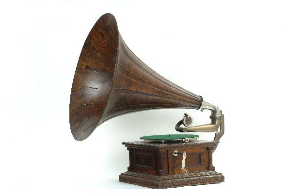 16: Victor MS Phonograph,