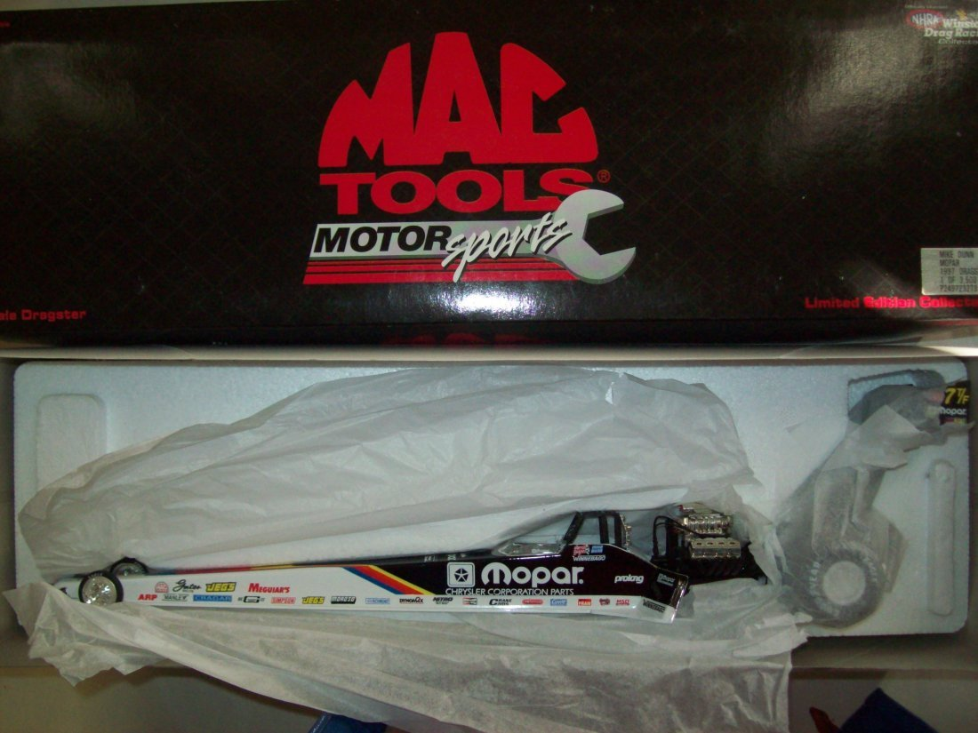 MAC TOOLS Mopar Mike Dunn 1997 Top Fuel Dragster 1:24
