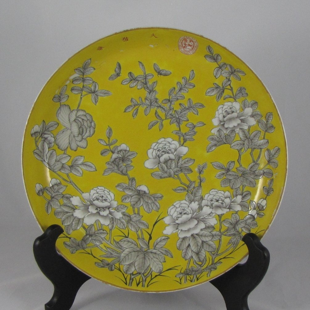 Chinese Qing Dynasty Famille Rose Charger