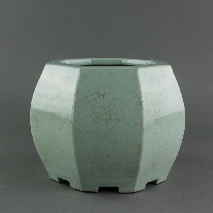 Chinese Qing Dynasty Porcelain Pot