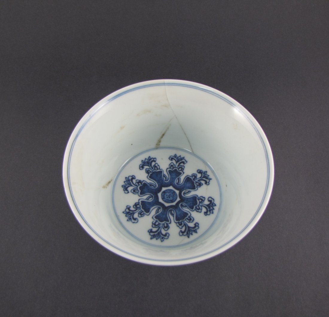 Chinese Qing Dynasty Blue White Vase - 3