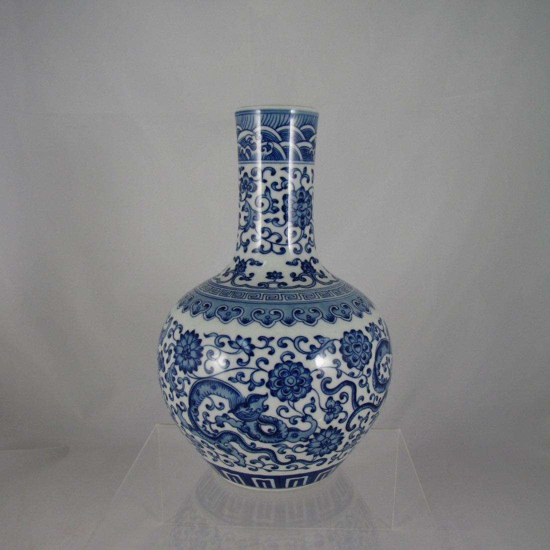 Chinese Qing Dynasty Blue White Vase