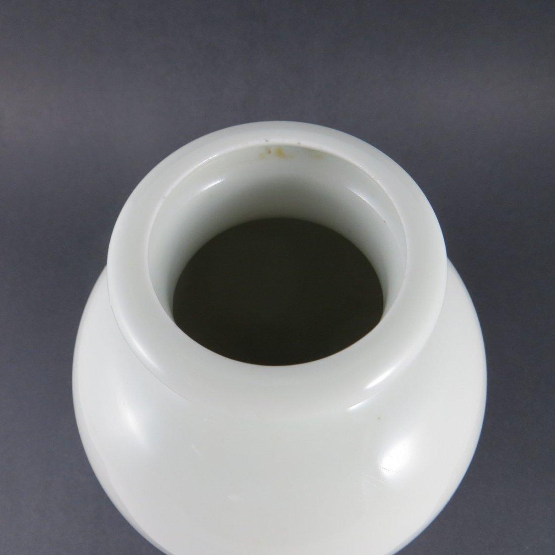 Chinese Qing Dynasty Famille Rose Porcelain Vase - 3