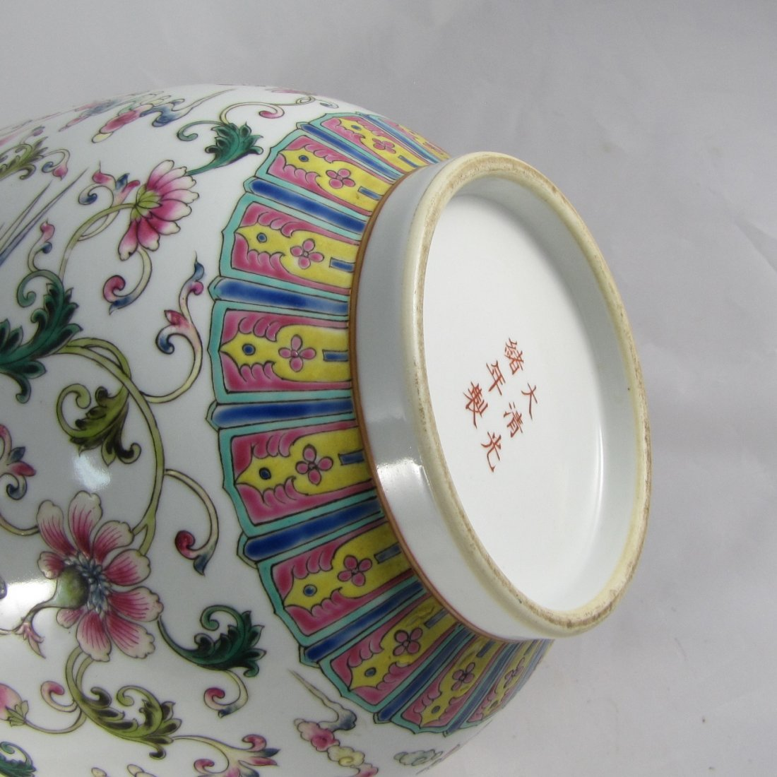 Chinese Qing Dynasty Famille Rose Vase - 8