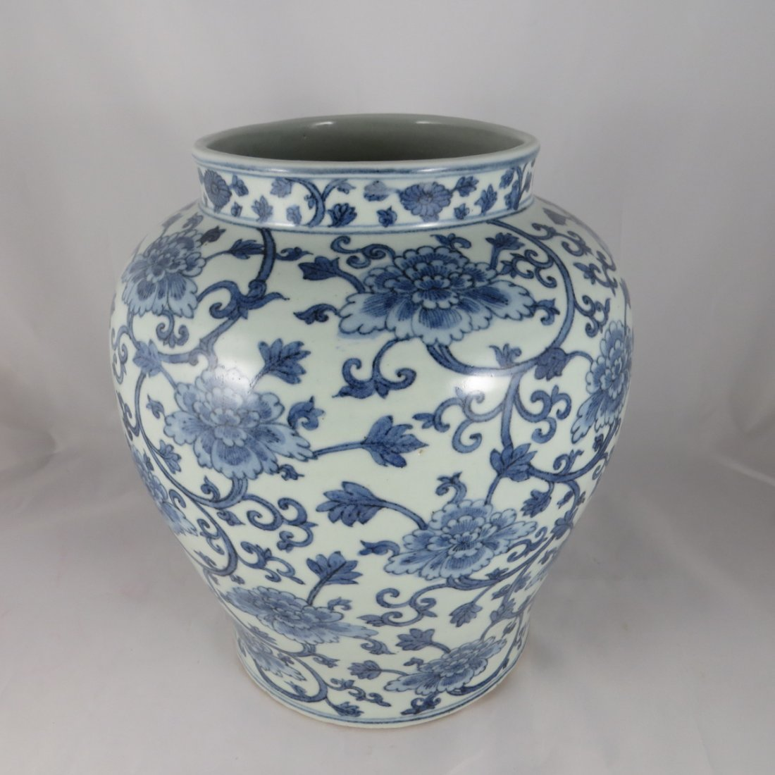 Chinese Ming Dynasty BW Vase