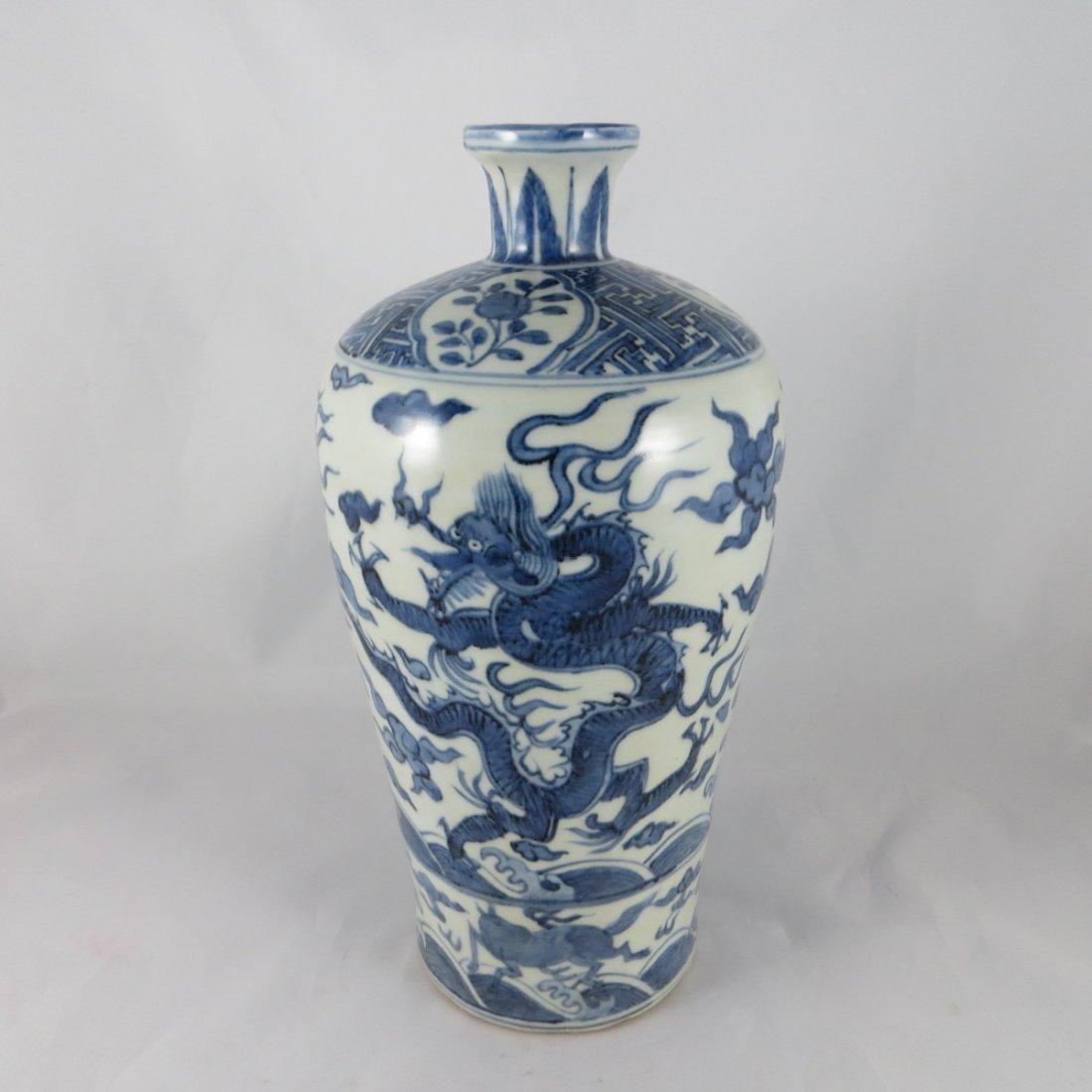Chinese Ming Dyansty BW Vase