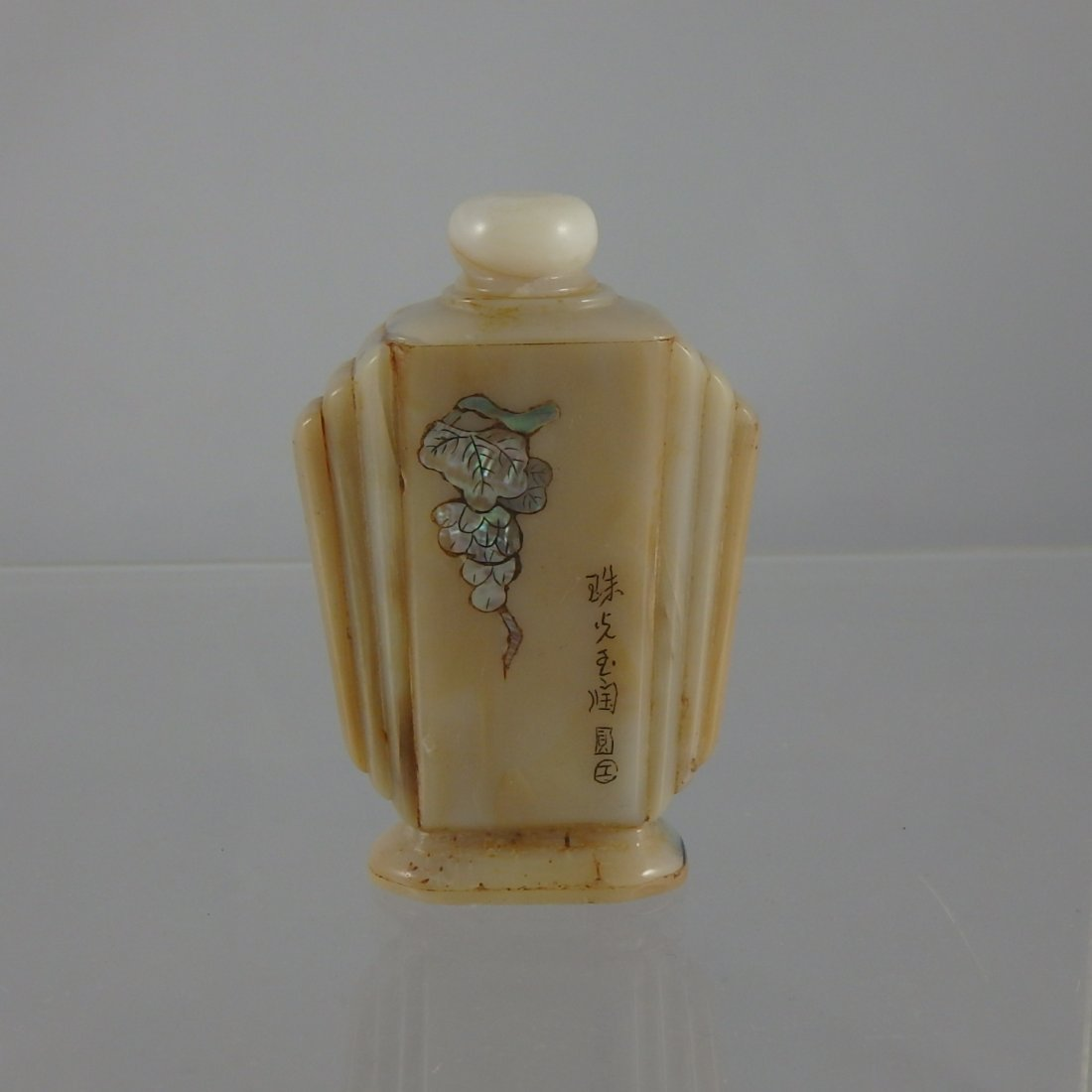 Chinese Qing Dynasty Jade Snuffbottle
