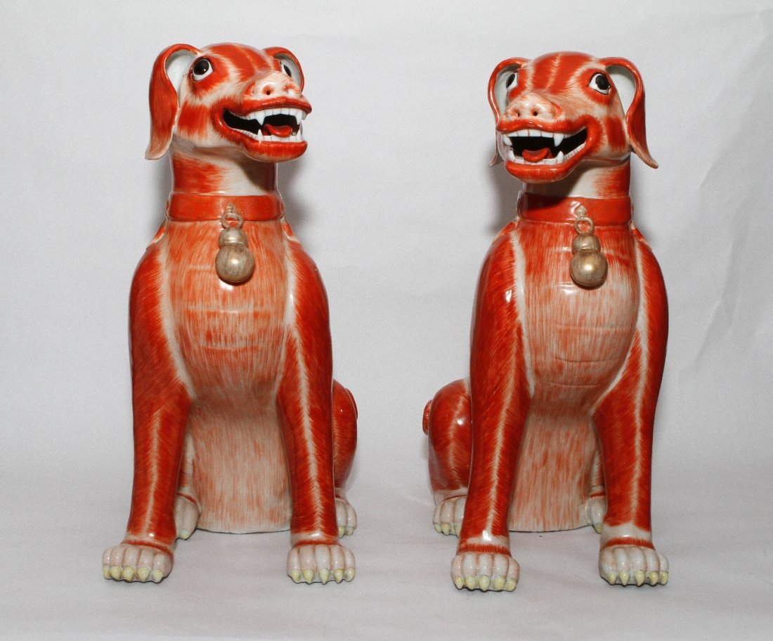 Pair Qing Dynasty Export Porcelain Seated Hounds
