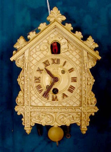 2005: Lux Lacy Edge Cuckoo Pendulette Clock NR