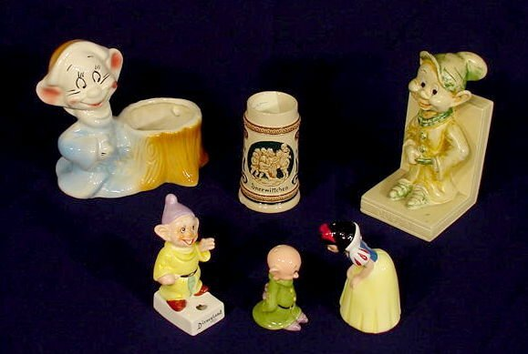 13: Group of 6 Disney Snow White Collectibles NR