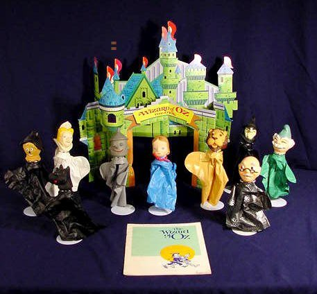 219: Wizard of Oz Plastic Hand Puppets & Theater NR