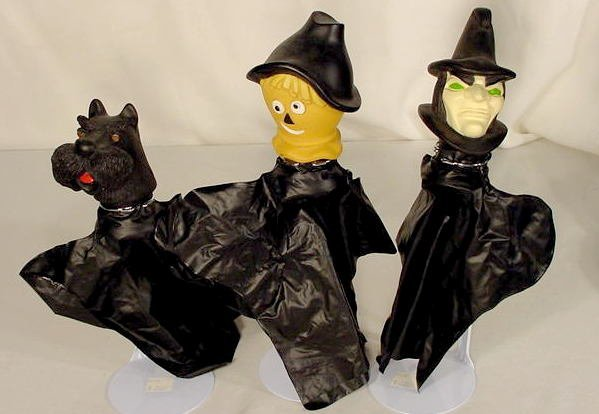 219: Wizard of Oz Plastic Hand Puppets & Theater NR - 2