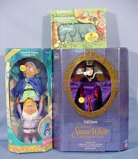 517: 3 Snow White Collectibles: Dolls & Soap NR