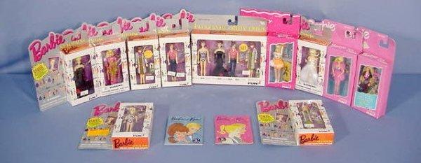 527: 11 Barbie Keychains In Original Boxes NR