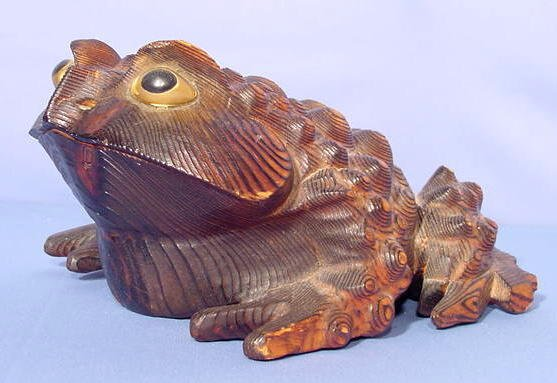 508: Carved Pine Horney Toad with Painted Eyes NR