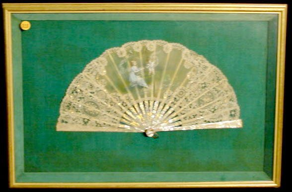 515: Mother of Pearl and Lace Folding Fan NR