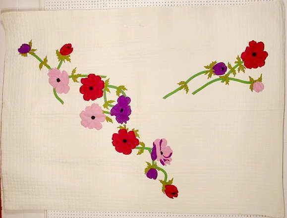 3026: Appliqué Poppies Antique Quilt NR