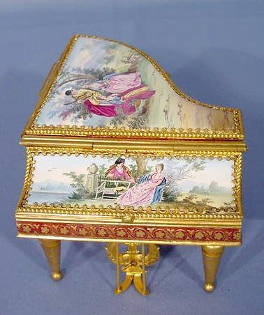2025: Miniature Piano Music Box NR