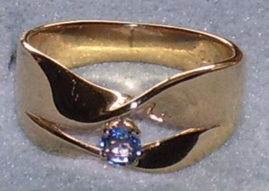 17A: 14kt Yellow Gold Celon Blue Sapphire Ring