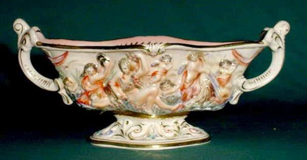 9: Capodimonte Centerpiece Molded Figures NR