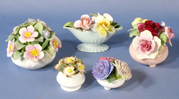 1001: Group of 5 English Porcelain Floral Arrangements