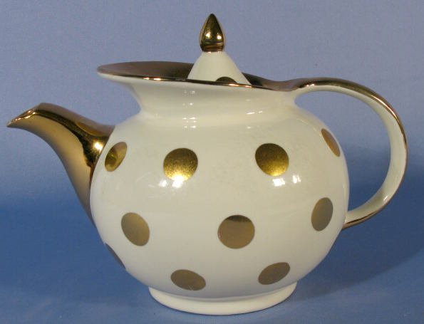 1010: Hall Windshield Teapot w/Gold Polka Dots