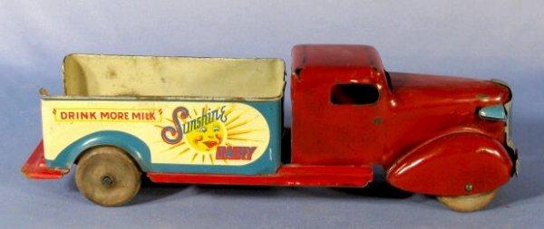 47: Wyandotte Sunshine Dairy Toy Truck - 3