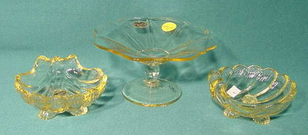2511: 3 Cambridge Mandarin Gold Items NR