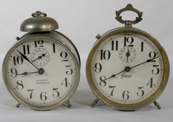4: 2 Tin Alarm Clocks: Gilbert & Giant