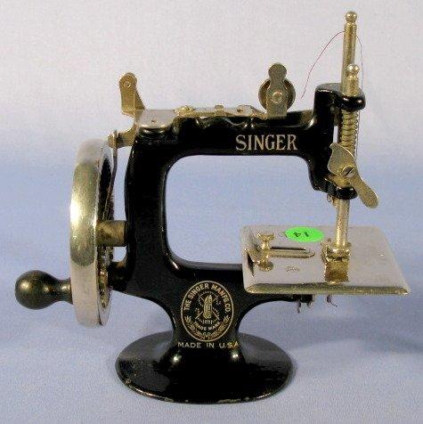 14: 1922 Model 20 Child's Singer Sewing Machine