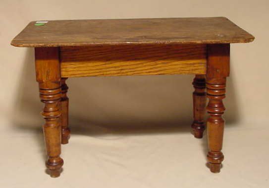 3006: Child's Doll Size Oak Dining Room Table NR