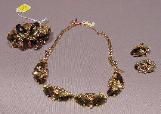 519: Costume Jewelry Set: Bracelet Necklace Ear Rings