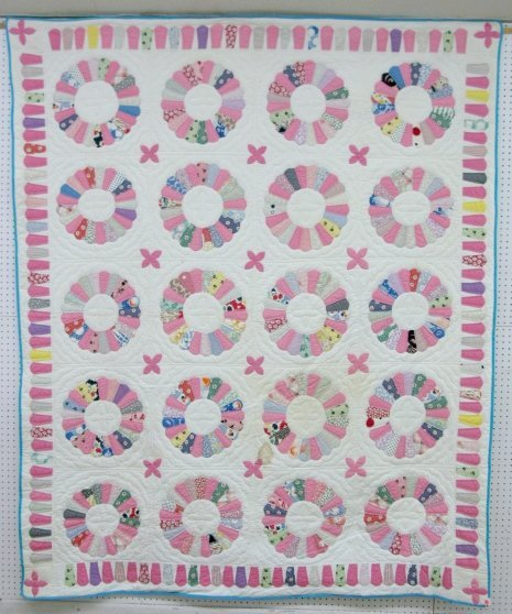 10A: Hand Quilted Dresden Plate Quilt