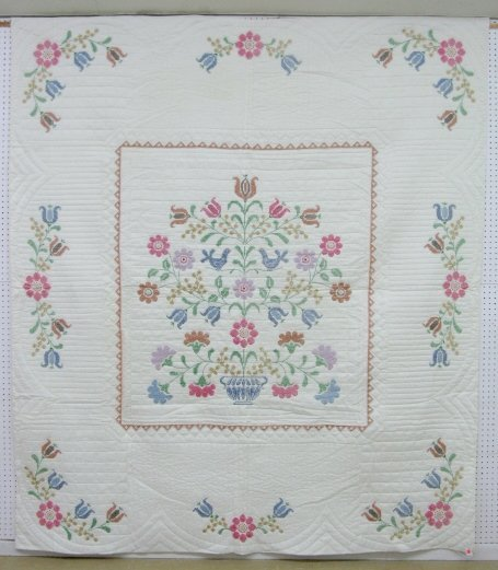 15A: Embroidered Hand Quilted Flower Basket Quilt