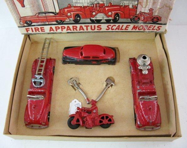 19: Hubley Kiddie Toy Fire Apparatus No.30 - 2