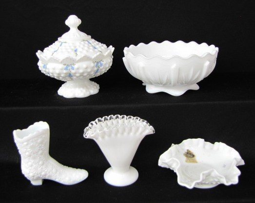 10A: 5 Milk Glass Items: Bowls & Vases