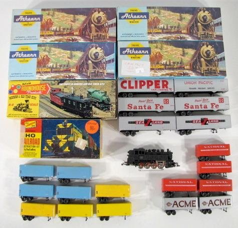 20: 28 H.O. Model Train Engines, Cars & Semi Trailers