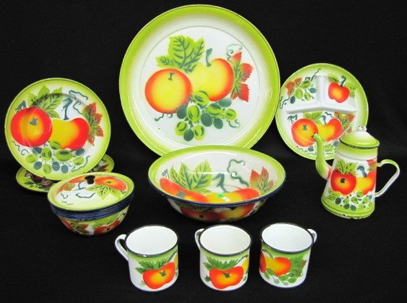 9: 18 Pieces Enamel Fruit Decorated Tableware