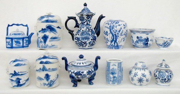13: 12 Contemporary Blue & White Oriental China Items