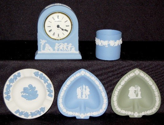 5: 5 Wedgwood Colored Collectibles