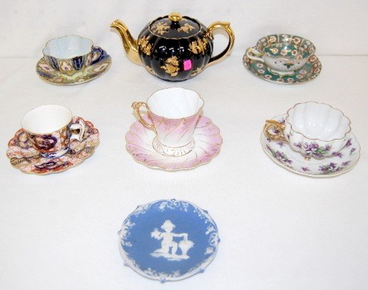 16A: Decorated China Teapot, Teacups and Saucers