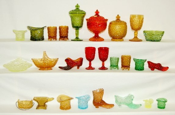 4: 26 Pieces Daisy & Button Pattern Glass Items