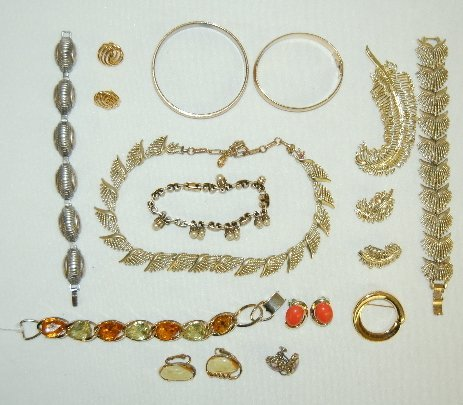 9J: 10 Pieces of Coro & 4 Pieces of Monet Jewelry